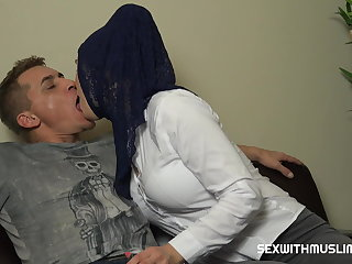 BIG BOOBS HIJAB GIRL