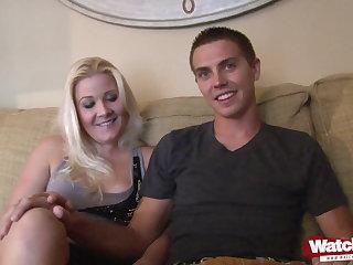 Pantyhose Privates Paar fickt vor der Kamera