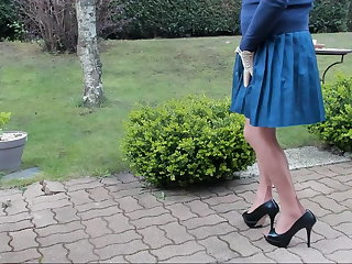JOI sexyputa loves the wind under her skirt