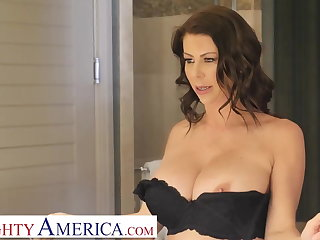 Arab Naughty America Alexis Fawx tips bell boy with pussy