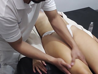 Massage I fuck the masseur without a condom and he cums inside