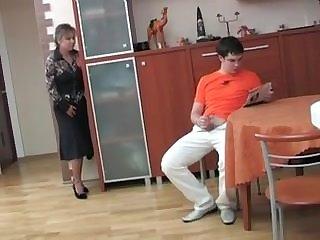 Handjobs La mamma curiosa